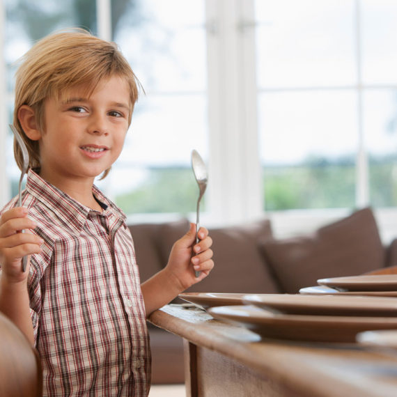 Guide Your Child to Set the Table in 6 Easy Steps