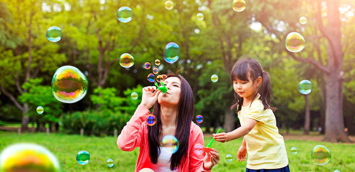 101 Things to Do This Spring with Your Child (That Don't Involve Technology)